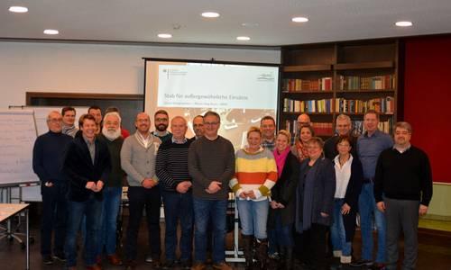 Dozent Frank Meurer mit Seminarteilnehmern