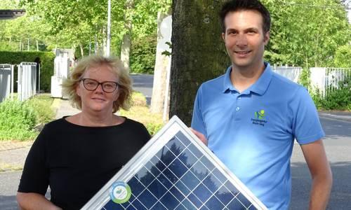 Petra Grebing und Thorsten Schmidt beraten zu Solarstrom in Privathäusern.