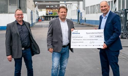 Dr. Andreas Pätz (WWG), Bürgermeister Lutz Wagner und Geschäftsführer von Dinova Dr. Frank Jung bei der Ünergabe des Spendenschecks
