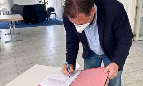UnterzeichnungVertrag4 1