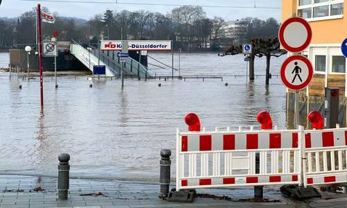 Hochwasser Absperrung am Marktplatz, Archivbild