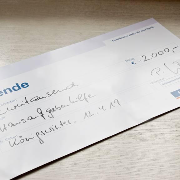 SpendenuebergabeFluechtlingshilfeSparda2019 Spende